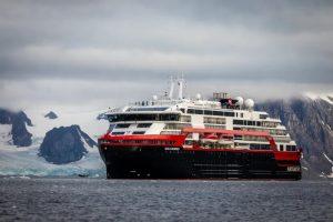 Casi di Covid a bordo delle navi: Hurtigruten sospende le crociere di esplorazione