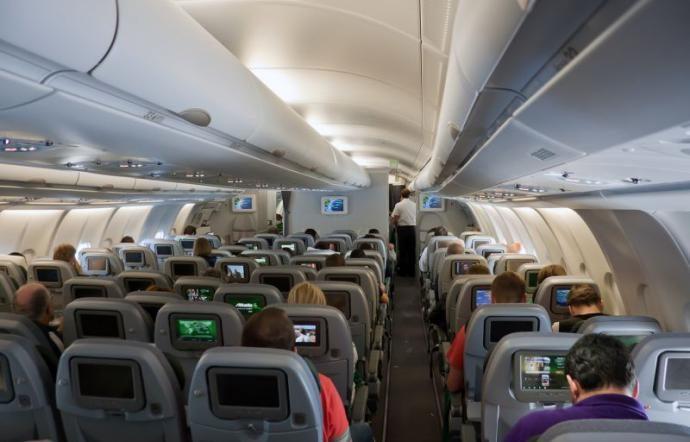 Distanziamento a bordo: dopo i treni sarà la volta di aerei e bus