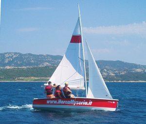 Horca Myseria propone corsi di vela ed esperienze locali nella sua base sarda di Isuledda