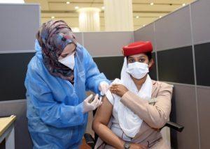 Emirates: decolla il piano vaccinale per i dipendenti della compagnia