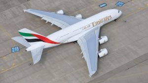 Emirates completa la flotta degli A380 con i tre velivoli in consegna a novembre