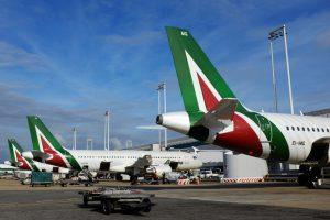 Alitalia: stipendi pagati al 50%. Il resto quando arriveranno i ristori