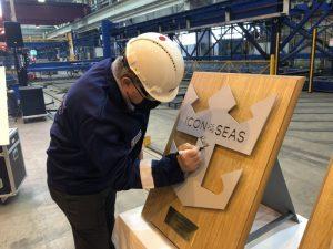 Taglio della lamiera per la Icon of the Seas: prima nave Royal Caribbean alimentata a Gnl