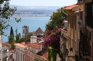Portogallo: industria turistica ai livelli pre-crisi nel 2023. Piano miliardario per il comparto