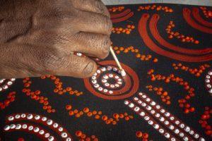 Go Australia: coinvolti 30 adv in un workshop virtuale sulla pittura aborigena