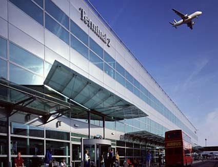 Regno Unito isolato: quasi 50 Paesi nel mondo hanno sospeso i voli