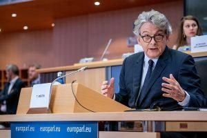 Ue: basta con la proroga automatica delle concessioni balneari in Italia