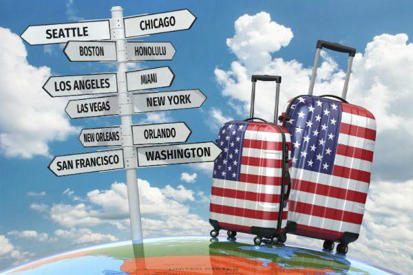 Crescono le prenotazioni aeree negli Usa. Il vaccino traina l'industria turistica