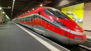 Il Frecciarossa 1000 di Trenitalia arriva alla Gare de Lyon di Parigi