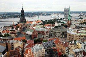 La Lettonia toglie le restrizioni ai viaggi non essenziali grazie al green pass